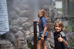 davanti al geyser