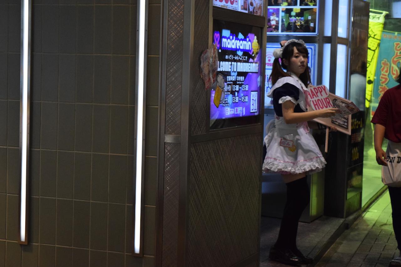 Entrate al Maid Café