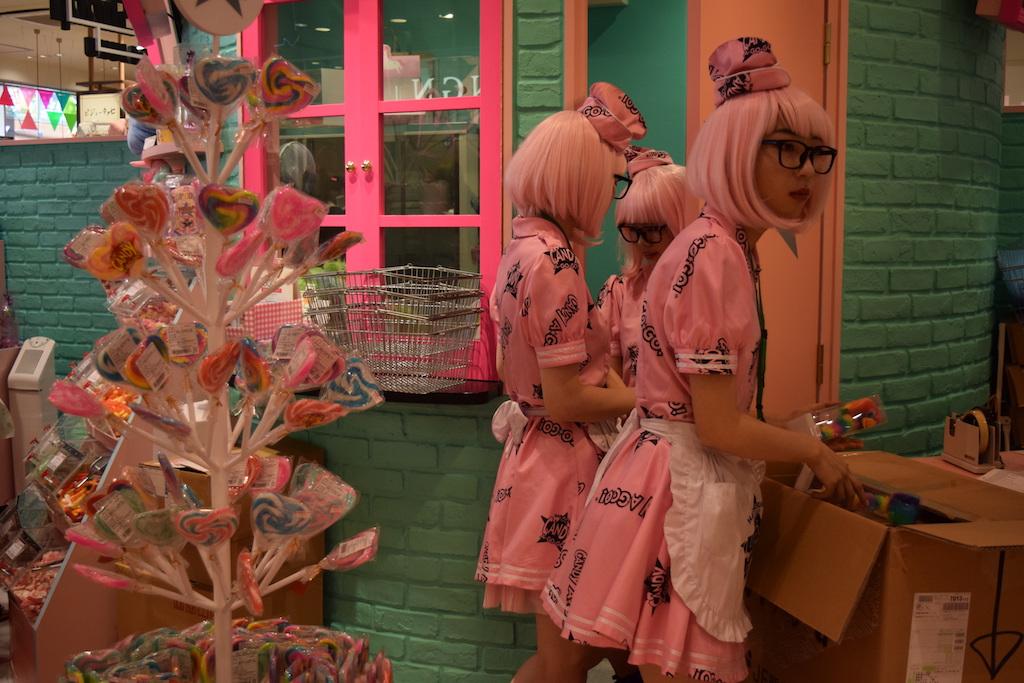 Commesse in un negozio di Harajuku Takeshita-dori