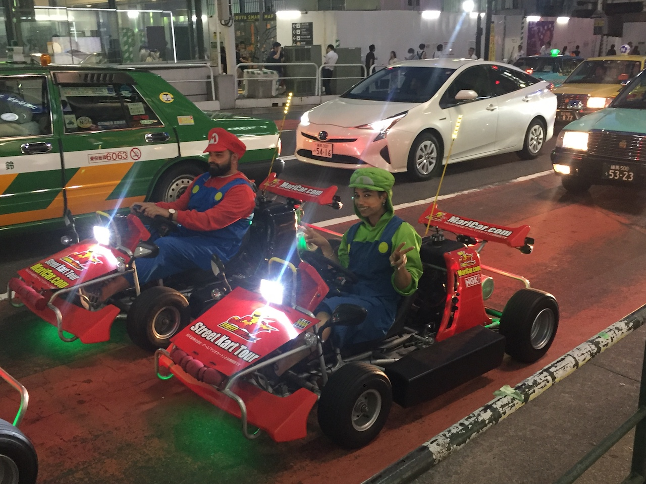 Mario e Luigi in giro per Shibuya