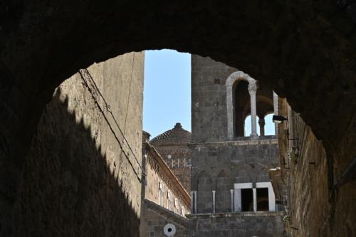 Nella Piazza di Caserta vecchia