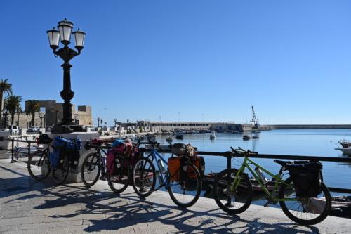 Schieramento a Bari