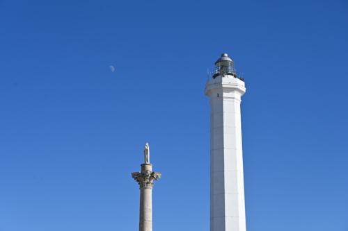 Obelisco faro e luna